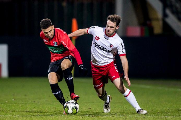 NEC-speler Jordan Larsson (links).
