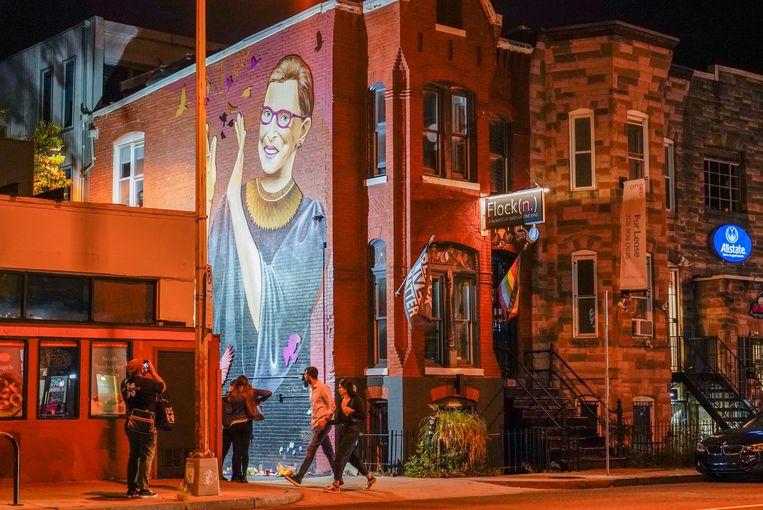 Een muurschildering in Washington met het portret van Ruth Bader Ginsburg. Beeld AP