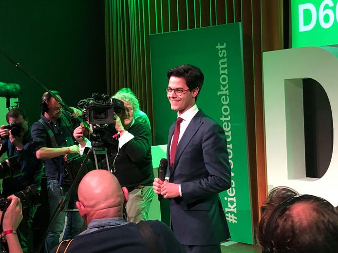 D66-leider Rob Jetten neemt applaus in ontvangst van zijn achterban op de uitslagenavond van D66 in Den Bosch