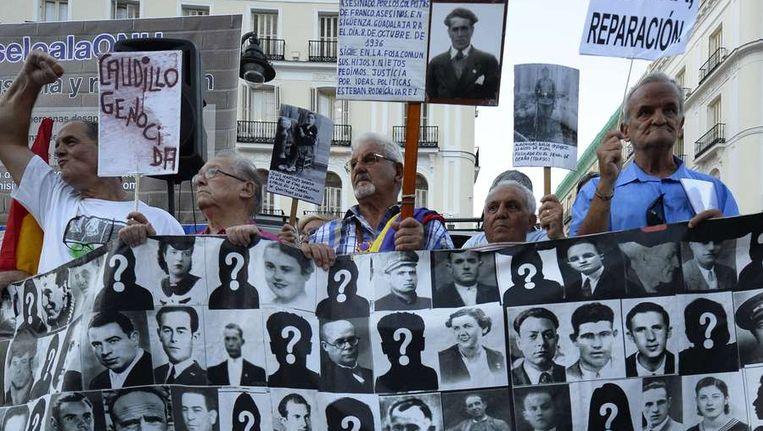 Demonstranten eisten vorige week donderdag in Madrid gerechtigheid voor de slachtoffers van Franco's regime. Beeld afp
