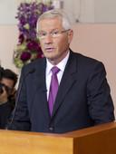 De Noorse voorzitter van het comité, Thorbjoern Jagland, kondigt de winnaars aan.