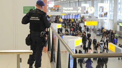 Passagier mishandelt dochtertje (3) in vliegtuig op weg naar Schiphol