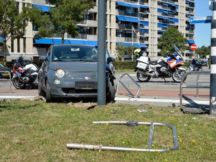 Twee automobilisten botsen op elkaar in Breda