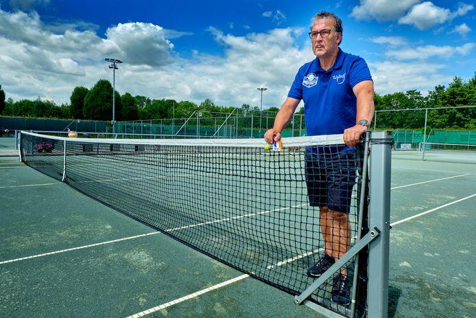 Tennisclub Thialf LTC-voorzitter Sybe de Lint: ,,De gemeente wil elk stukje grond verpatsen om er huizen op te bouwen.''