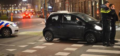 Fietser gewond bij aanrijding met auto op kruising in Breda