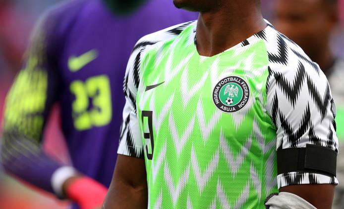 De geroemde shirts van de Nigerianen