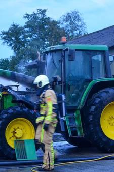 Brandweer in Hellendoorn rukt massaal uit voor brandende trekker