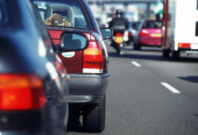 Langzaam rijden op A28 tussen Staphorst en Nieuwleusen door ongeval.