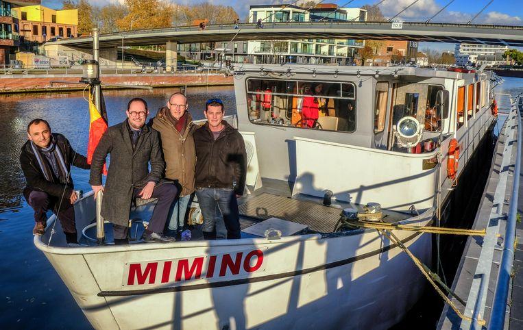 De Warmste Boot: met (vnlr.) mede-eigenaar Vahan Hovhannisyan, burgemeesters Vincent Van Quickenborne en Jan Seynhaeve en schipper Louison Catoir.