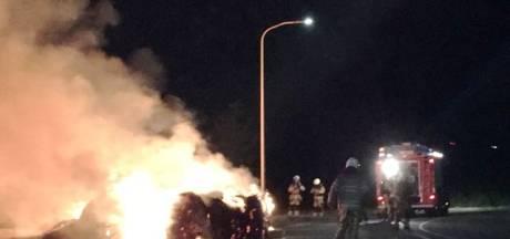 Brandweer rukt uit voor brandende hooibalen in Raalte