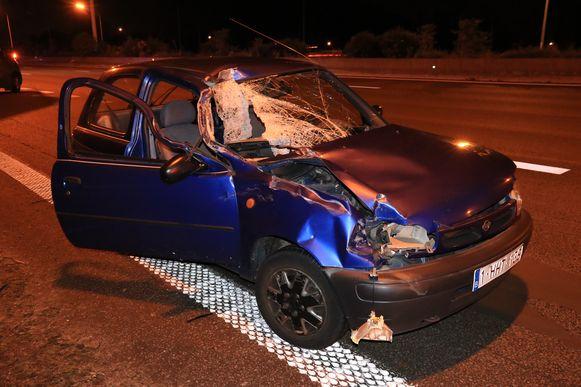 De Nissan Micra liep zware schade op door de impact.
