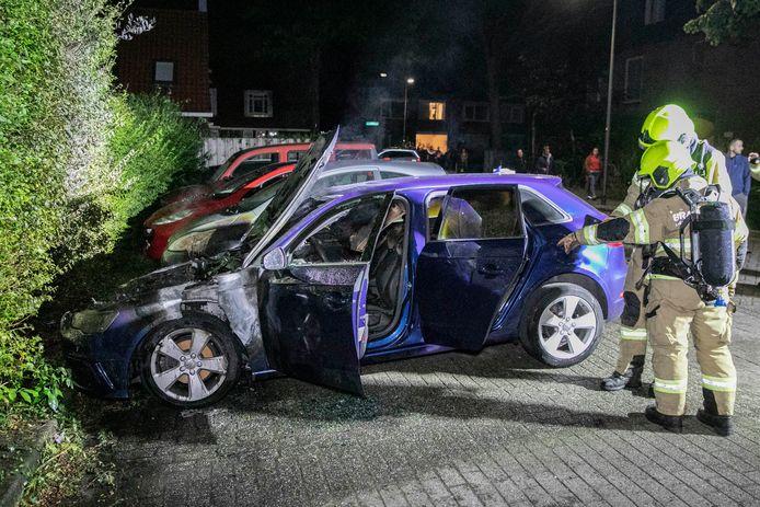 De brandweerlieden hebben het vuur in Velp geblust.