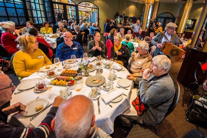 De middag voor mantelzorgers in Almelo werd donderdag goed bezocht.