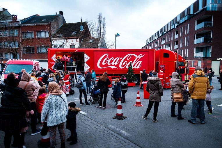 De kersttruck van Coca-Cola hield halt in Boom en lokte heel wat bekijks.