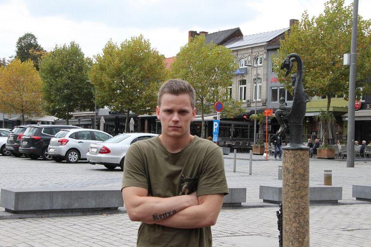 Miguel Vanheerswyghels kreeg drie messteken in de rug op de Grote Markt in Izegem.