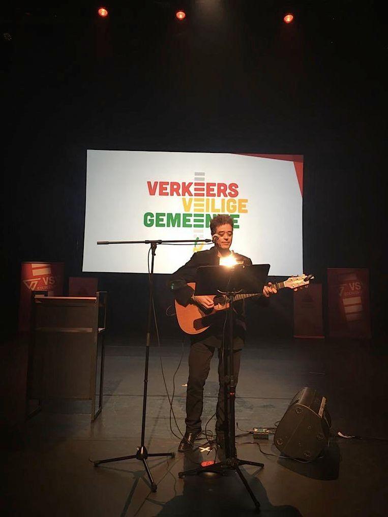 Jean Bosco Safari bracht het zelfgeschreven campagnelied ZERO bij de lancering van het project in de Antwerpse stadsschouwburg.