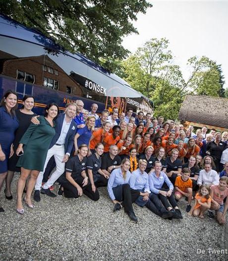 Oranje Leeuwinnen zwaaien af in De Lutte na gewonnen EK