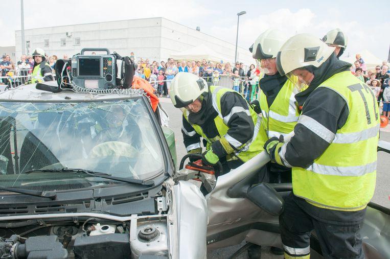 Bevrijding van een slachtoffer van een verkeersongeval.