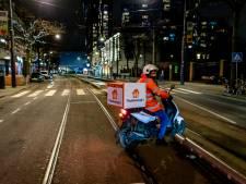 Straten in Rotterdam zo goed als leeg tijdens avondklok: bezorgers domineren stille stad