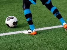 Batavia-speler Jos Tromp baalt: penalty tegen en beenbreuk