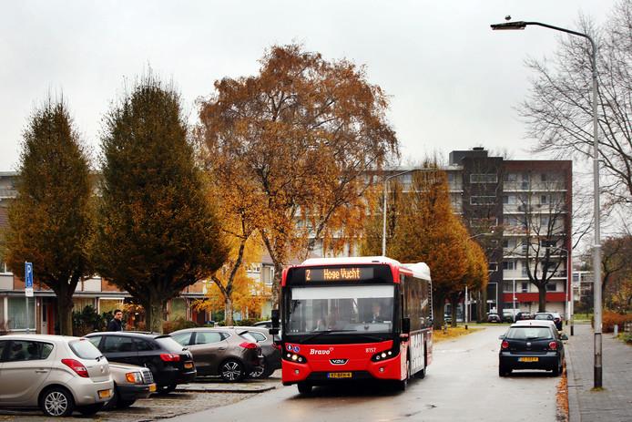 Een stadsbus van Arriva in de Bredase wijk Geeren-Zuid.