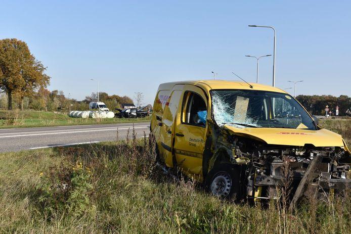 Grote schade aan een busje na een ongeluk bij Vriezenveen.