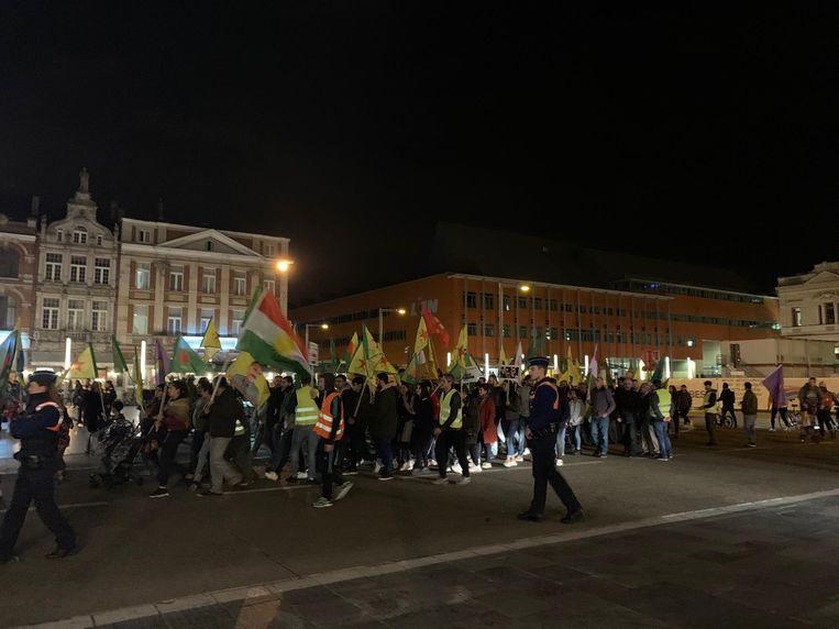 Zo'n 200 Koerden en medestanders verzamelden aan het station in Leuven.