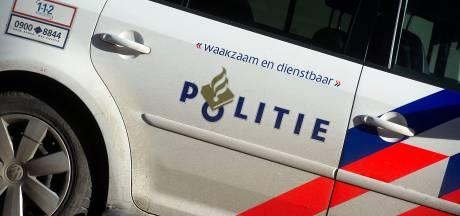 Politie houdt scooterrijder aan die via sloot probeerde te vluchten: 'Hij mag opdrogen in de cel'
