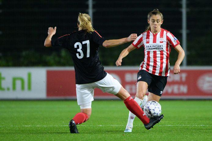 Joëlle Smits tijdens het duel met Excelsior Barendrecht.