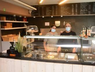 """Nora en Karim openen deuren van 'Broodjesbar Bazel': """"Zo'n stormloop hadden we niet verwacht"""""""