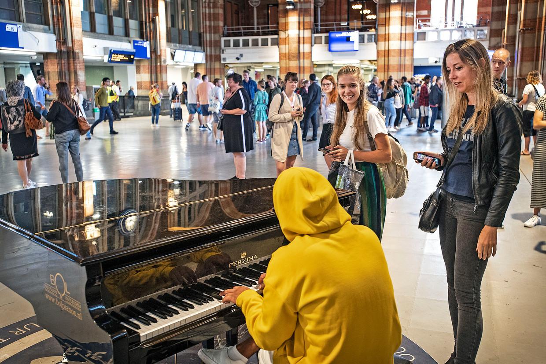Amsterdam Centraal Station, zondag.