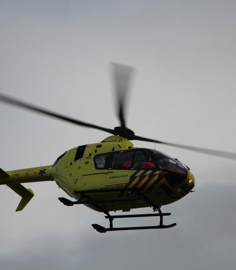 Overboord geslagen bemanningslid binnenvaartschip op tijd uit de Maas bij Well gered