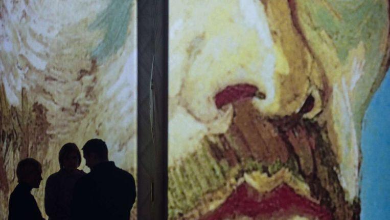 Bezoekers van Van Gogh Alive in Warschau. Beeld afp