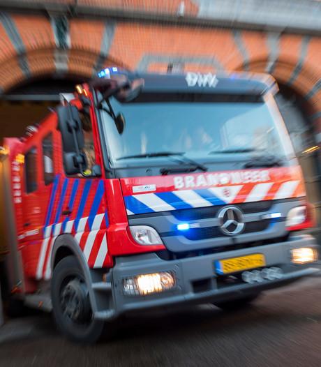 Brandweer blust containerbrand in Hendrik-Ido-Ambacht