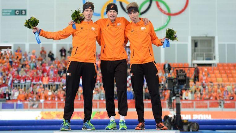 Het volledig Nederlandse podium op de 5 kilometer met Jan Blokhuijsen, Sven Kramer en Jorrit Bergsma. Beeld afp