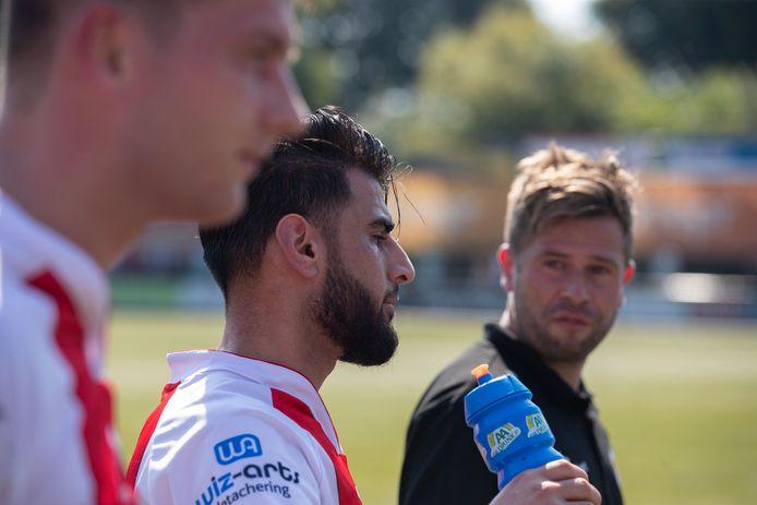Saïd Hassan (m) is vooral voor trainer Arjen Postma naar Emmeloord gekomen.