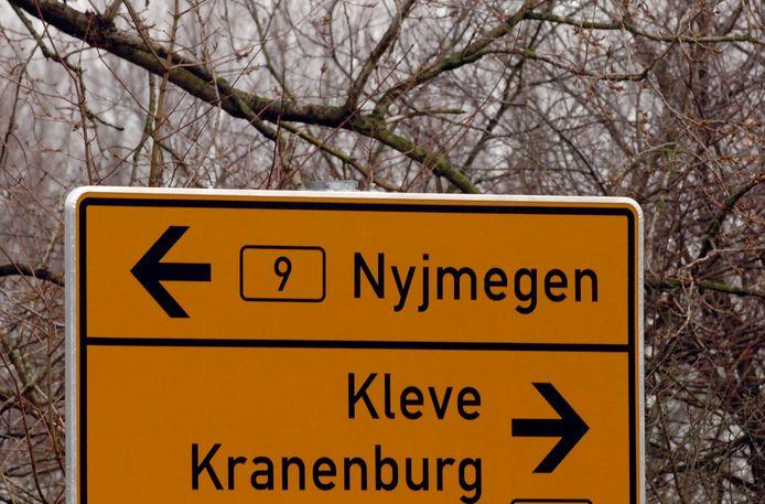 Zzp'ers die in Duitsland wonen maar hun bedrijf in Nederland hebben, kloppen overal tevergeefs aan voor hulp.