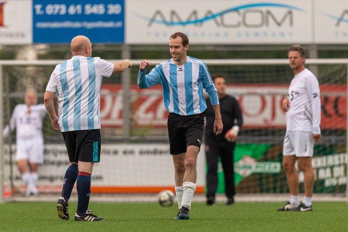 Het 35+ toernooi: spelers Olympique Bois le Duc vieren de goal gescoord tegen OJC Rosmalen.
