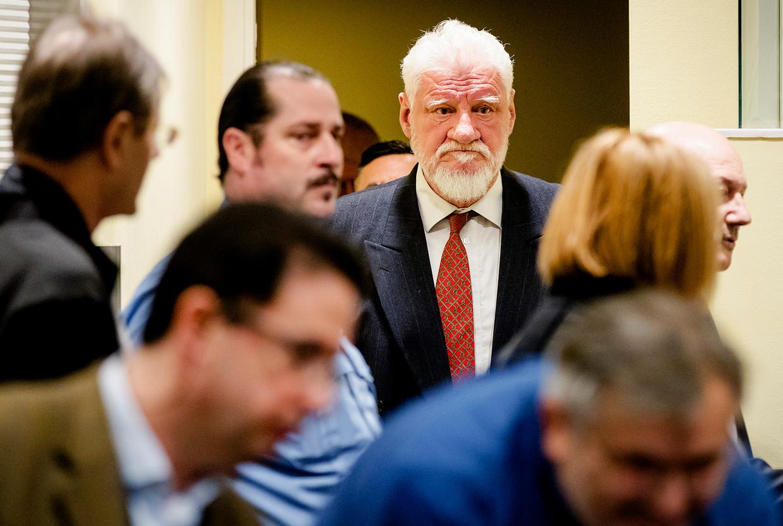 Den Haag, 29 november 2017: Slobodan Praljak komt Rechtszaal1 van het Joegoslavië-Tribunaal binnen. Beeld AP