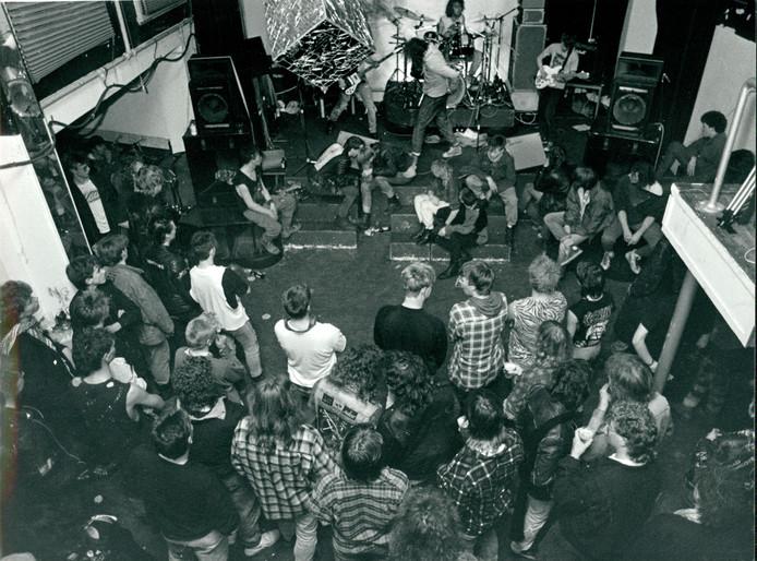 Een hardrock- en punkavond in Atak, in december 1986.