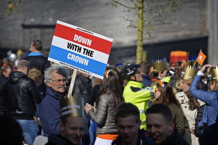Een eenzame Republikeinse demonstrant in Dordrecht Beeld epa