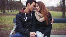 Eerste keer seks op 16, zoenen op 14: jeugd niet zo losbandig als gedacht