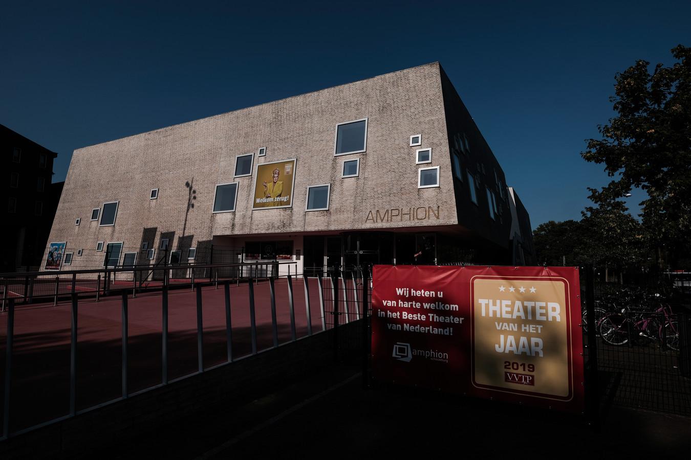 Theater Amphion hoopt vandaag te horen of de geplande voorstellingen door kunnen gaan. Foto : Jan Ruland van den Brink