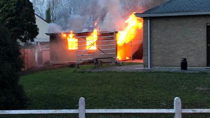 Garage gaat volledig in vlammen op