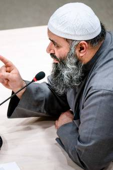 Heel Nederland valt over de imam van de alFitrah-moskee (maar zelf ligt hij er geen seconde wakker van)