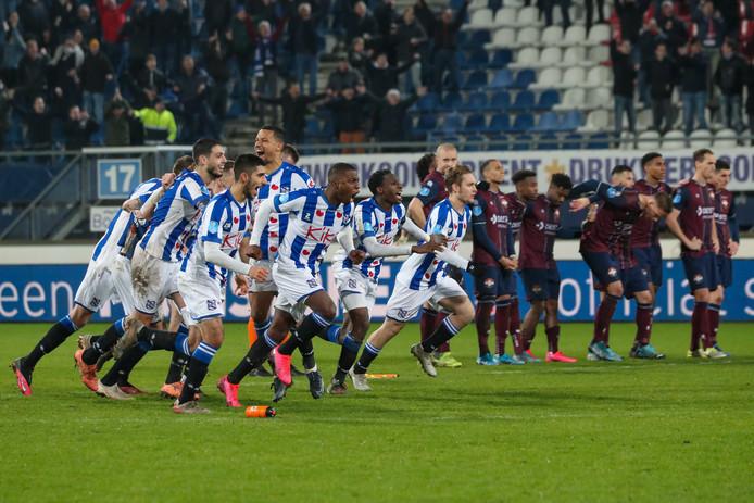 Heerenveen viert feest terwijl Willem II treurt.