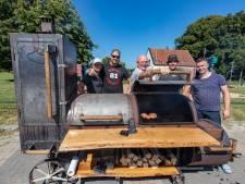 Groepje mannen uit Brunnepe bouwde deze gigantische mega-barbecue 'Big Smoker Goliath' (en dit is waarom)