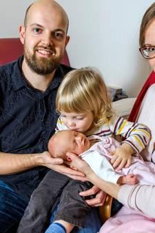 Bevallen in vier minuten: 'Wakker om 3.48 uur, baby geboren om 3.52'