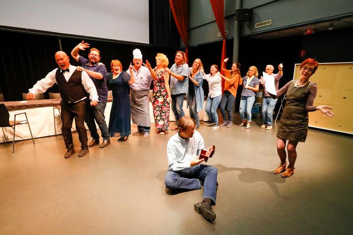 Theater Meij repeteert 'Festen' in Sint-Oedenrode.