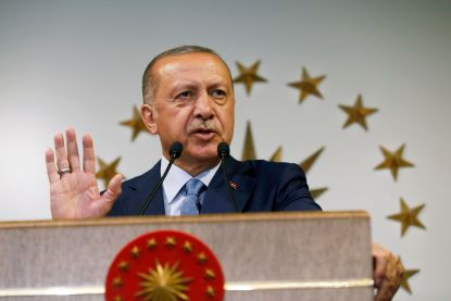 Turkse kiescommissie roept Erdogan uit als winnaar, oppositiepartij erkent nederlaag